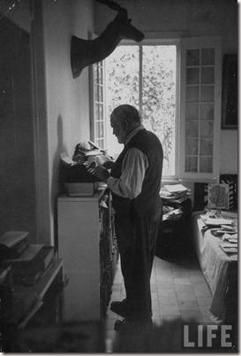 Hemingway_Stands